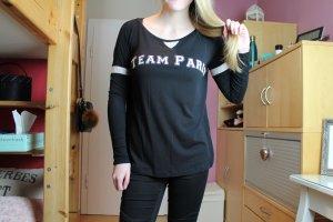 Schwarzes Langarmshirt mit Print