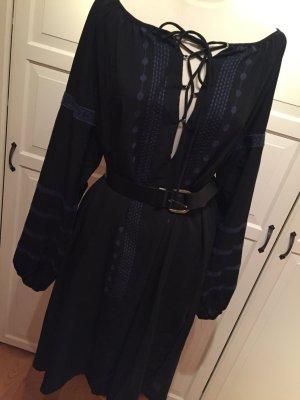 Schwarzes langes Kleid mit Schnürung (ohne Gürtel)
