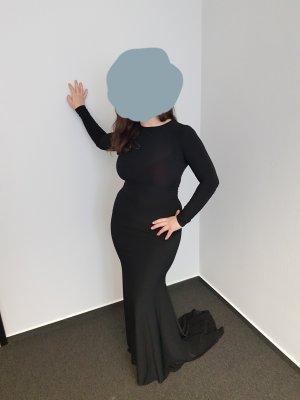 Schwarzes langes Kleid mit tiefem Rückenausschnitt