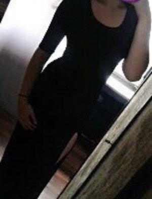 Schwarzes langes rückenfreies Kleid