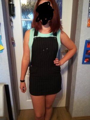 schwarzes Latz-Kleid