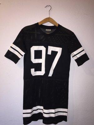 Schwarzes Longshirt mit weißem Aufdruck