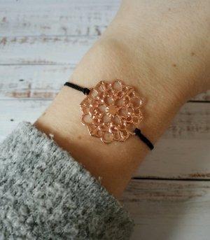 schwarzes Makramee Armband mit rosegoldener Blume NEU und größenverstellbar