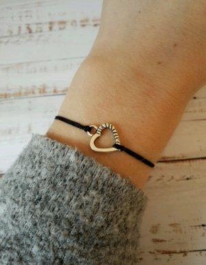 schwarzes Makramee Armband mit silbernem Herz  NEU und größenverstellbar