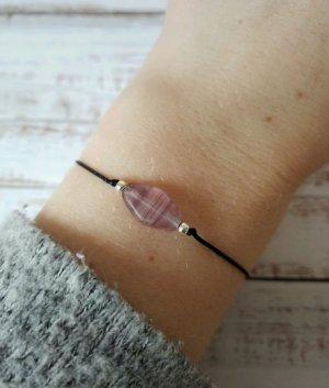 schwarzes Makramee Armband mit silbernen Perlen und lilafarbenem Stein Unikat  NEU und größenverstellbar