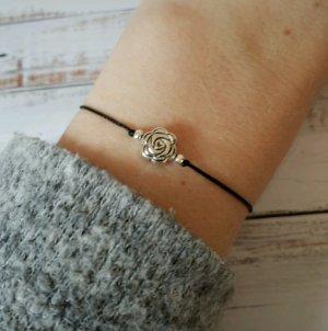 schwarzes Makramee Armband mit silberner Blume NEU und größenverstellbar