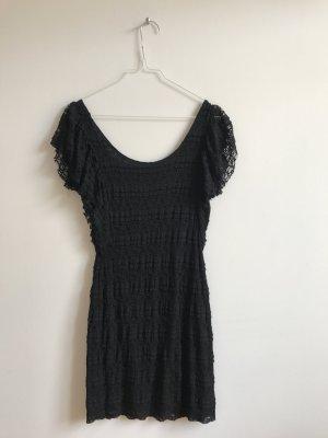Schwarzes Minikleid aus Spitze