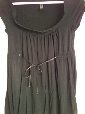 Schwarzes mittellanges Shirt von Only mit zarter Schleife (Gr. S)
