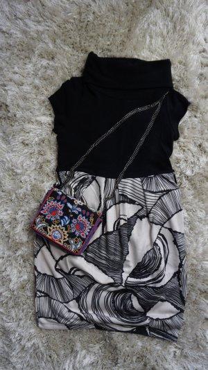 Schwarzes Muster Kleid in S von forever 21