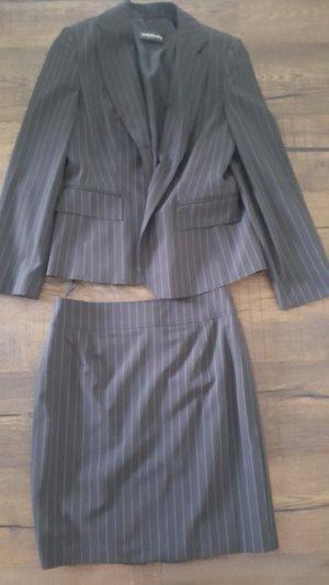 Schwarzes Nadelstreifen Kostüm von BETTY BARCLAY Gr.40