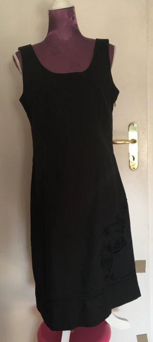Schwarzes Olsen Kleid mit Blumenranke