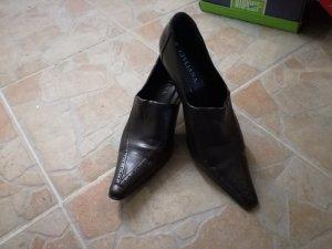 schwarzes Paar Schuhe