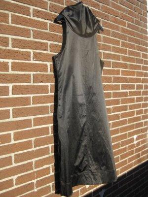 schwarzes Partykleid mit raffiniertem Kragen, Größe 42