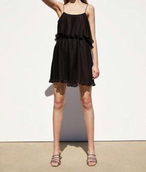 Schwarzes plissiertes Kleid von Zara
