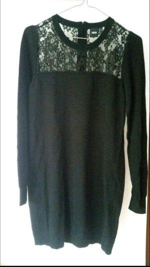 Schwarzes Pulloverkleid mit Spitze