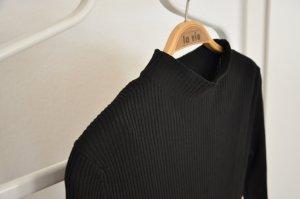 schwarzes Rippkleid von H&M