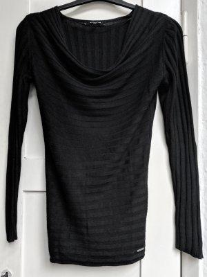 Schwarzes Rippshirt mit Wasserfallkragen