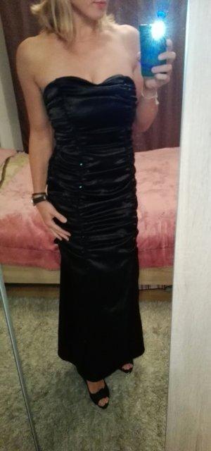 Schwarzes rückenfreies Abendkleid