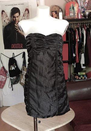 Schwarzes rückenfreies Kleid Voyelles M