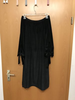 Schwarzes samtenes Offshoulder Kleid