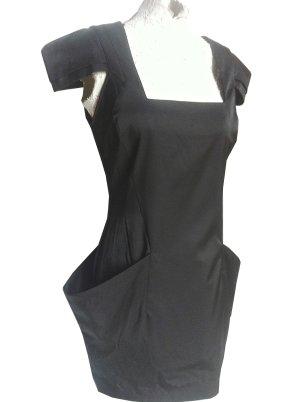 schwarzes Satinkleid mit Reißverschluss im Rücken