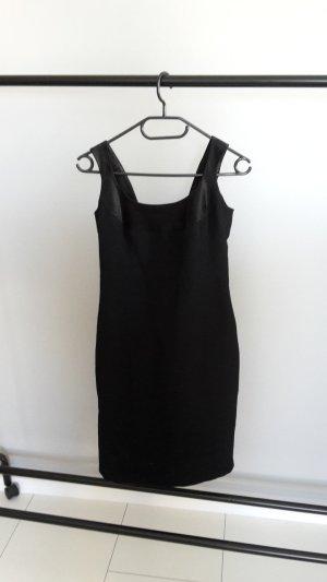 Schwarzes schlichtes Kleid