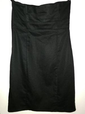 Schwarzes schulterfreies festliches Kleid