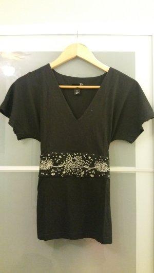 schwarzes Shirt mit besticktem Tailliengurt