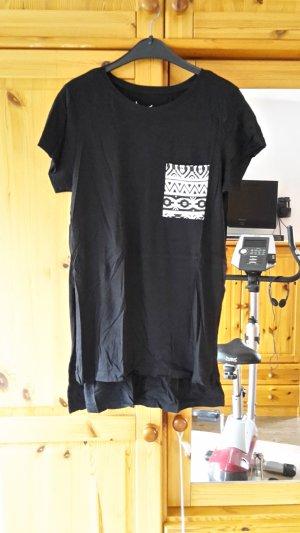 Schwarzes Shirt mit Cut-out