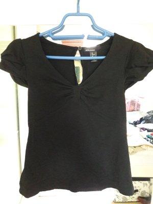 Schwarzes Shirt mit eleganten Details
