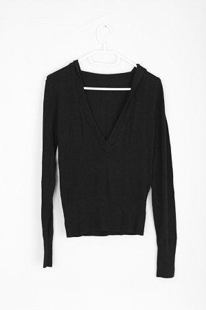 Schwarzes Shirt mit Kapuze und V-Ausschnitt