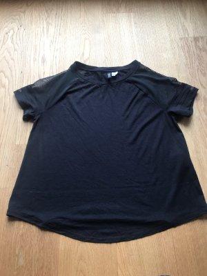 Schwarzes Shirt mit Netz Ärmeln von Divided Größe M