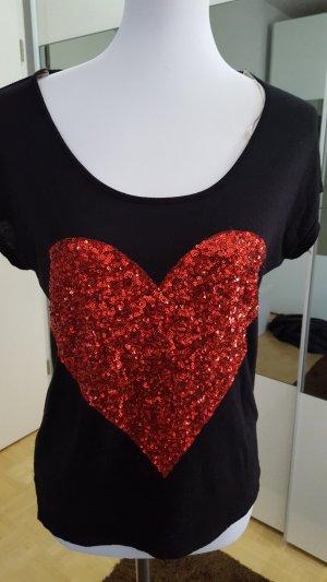 Schwarzes shirt mit pailietten Herz.