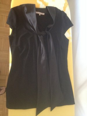 Schwarzes Shirt mit Schleife