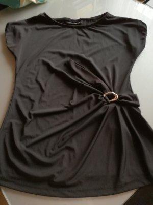 Schwarzes Shirt mit schöne Spangenelement