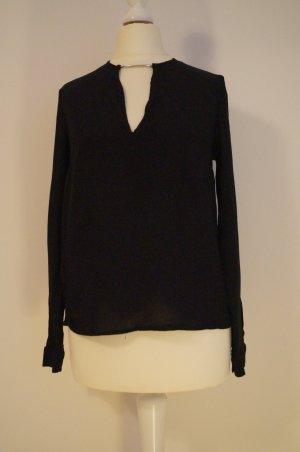 schwarzes Shirt mit sexy Ausschnitt