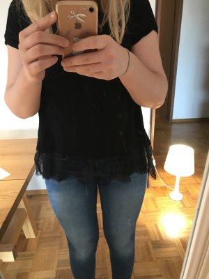 Schwarzes Shirt mit Spitzenbund