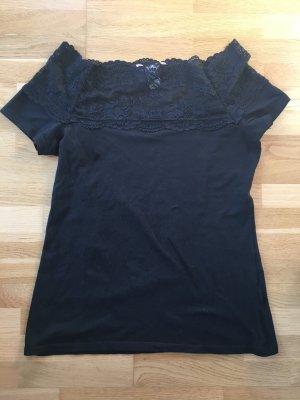 schwarzes Shirt mit Spitzeneinsatz