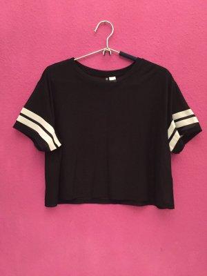 Schwarzes Shirt mit Streifen auf den Ärmeln
