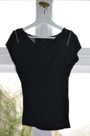 Schwarzes Shirt mit Wasserfallausschitt und Reißverschlüssen