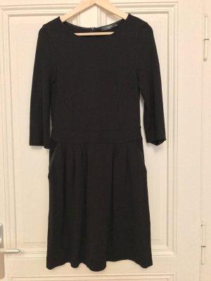 Schwarzes Smart-Business Kleid von Hallhuber