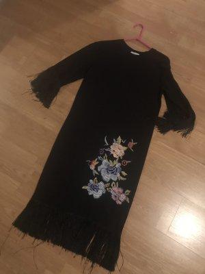 Schwarzes Sommerkleid mit Fransen