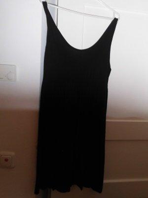 Schwarzes Sommerkleid mit kurzen Träger