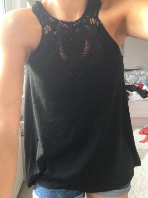 schwarzes, sommerliches Top mit Verzierung