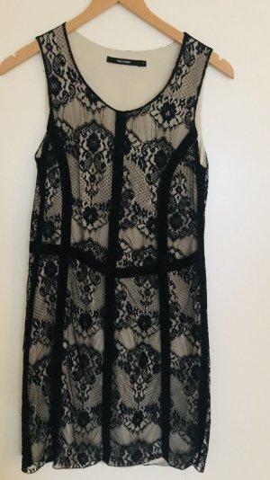 Online-Shop 8b951 b3345 Schwarzes Spitzenkleid in Größe 1 von Hallhuber