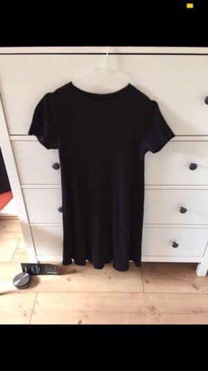 Schwarzes Strickkleid von Zara