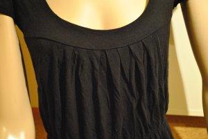 ...schwarzes T-shirt...