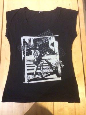 schwarzes T-Shirt , Größe 44 / XL