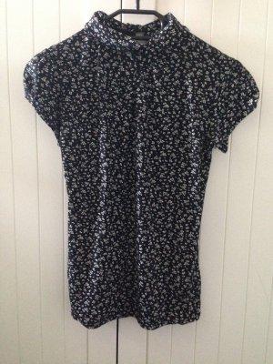 schwarzes T-shirt mit Blümchen