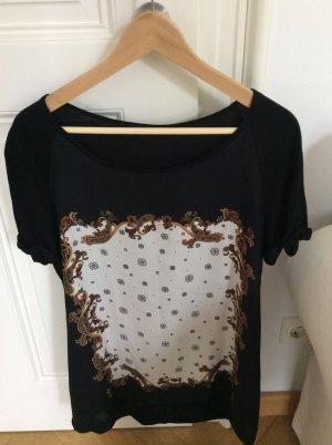 Schwarzes T- Shirt mit Motiv im Vorderteil von Mango